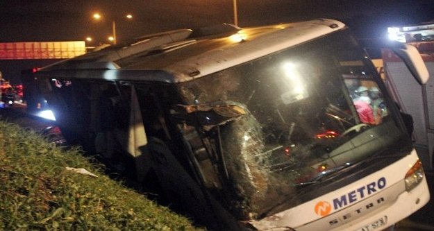 Antalya otobüsü kaza yaptı: 2 ölü, 21 yaralı var