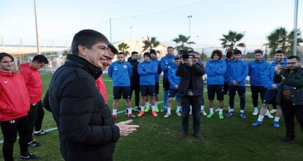 Başkan Türel futbolcuları ziyaret etti