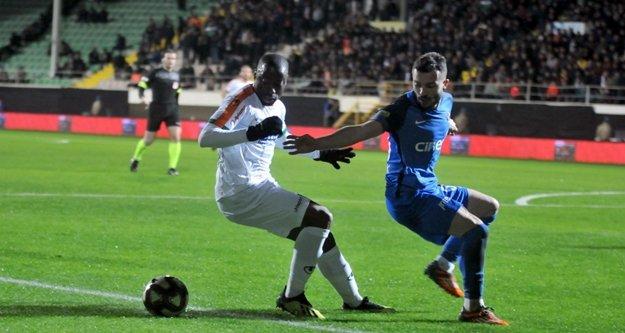Diagne'dan Alanyasporlu futbolcuya çirkin saldırı