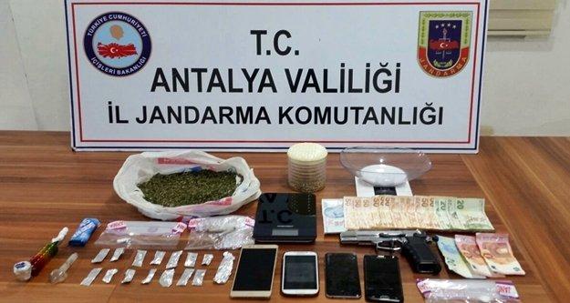 Jandarma 1 yılda 661 kaçakçılık olayında 991 şüpheli yakaladı