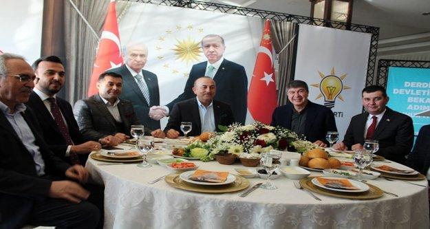 Alanyalı Bakan programına MHP'nin kahvaltısıyla başladı