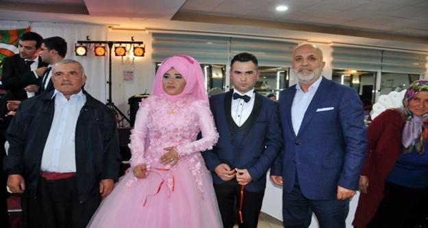 Nişan yüzüklerini Çavuşoğlu taktı