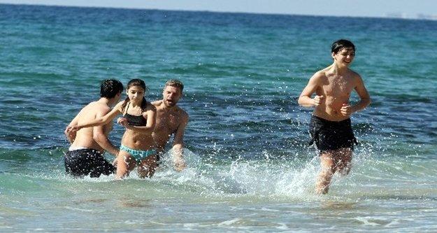 Alanyalılar hafta sonu plajlara akın etti