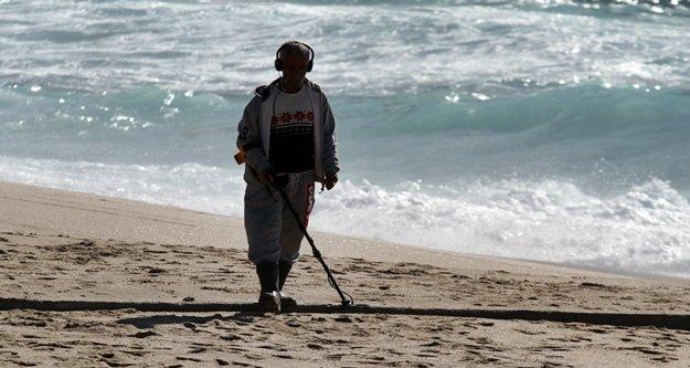 Sezon öncesi Alanya sahillerine defineci akını!