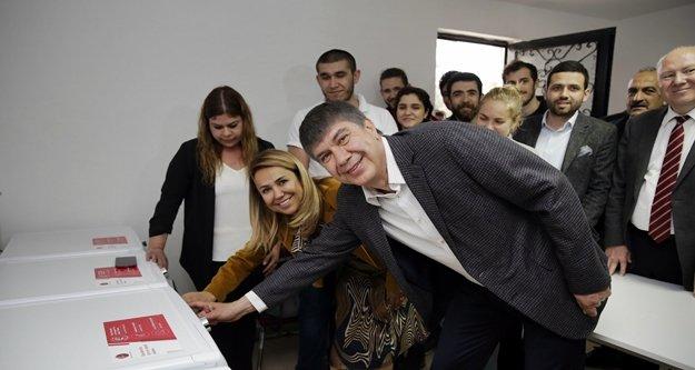 Türel'den üniversiteli gençlere yeni hizmet