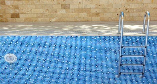 Alanya'da boş havuza düşen Alman turist yaralandı