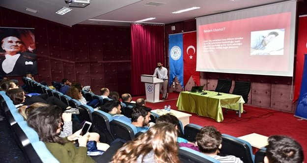 ALKÜ'de halk sağlığı ve sağlık turizmi semineri devam ediyor