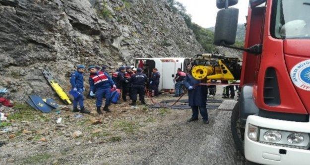 Antalya'da feci kaza: 3 ölü, 14 yaralı var