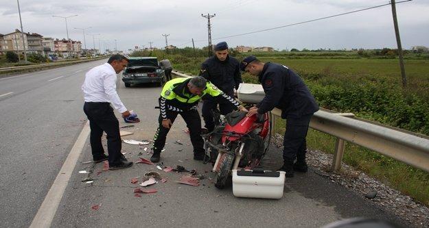 Antalya-Manavgat karayolunda motosiklet otomobile çarptı: 1 yaralı