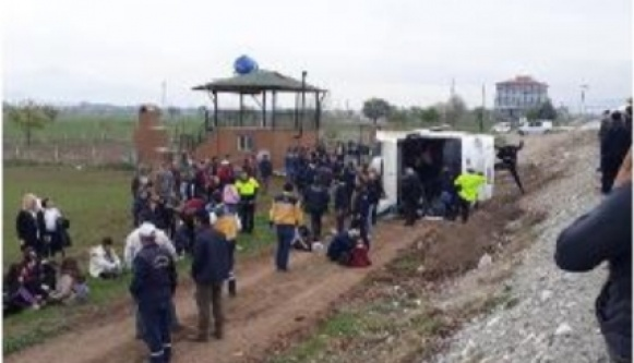 Antalyalı öğrencileri taşıyan otobüs kaza yaptı; 34 yaralı var