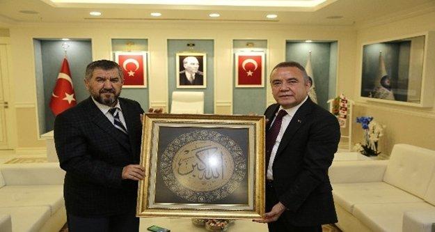 Başkan Böcek, '5 yıl Antalya'yı sizlerle birlikte yöneteceğiz.