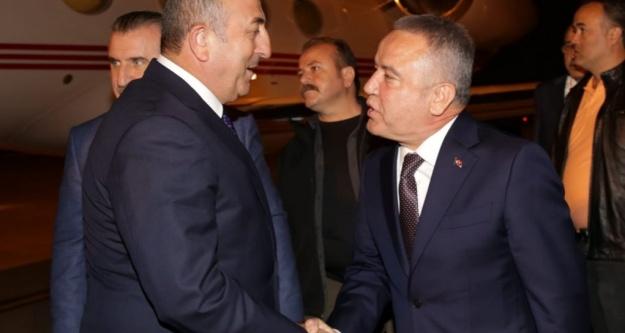 Böcek, bakan Çavuşoğlu'nu karşıladı