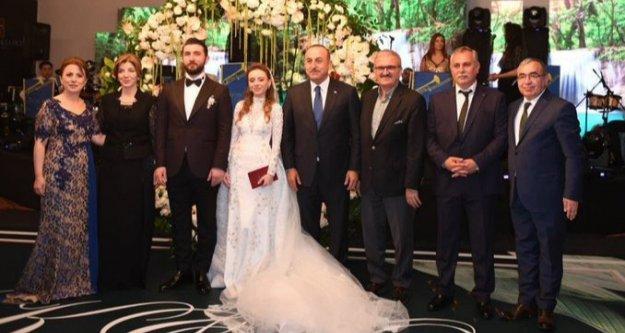 Çavuşoğlu yeğenine nikah şahitliği yaptı