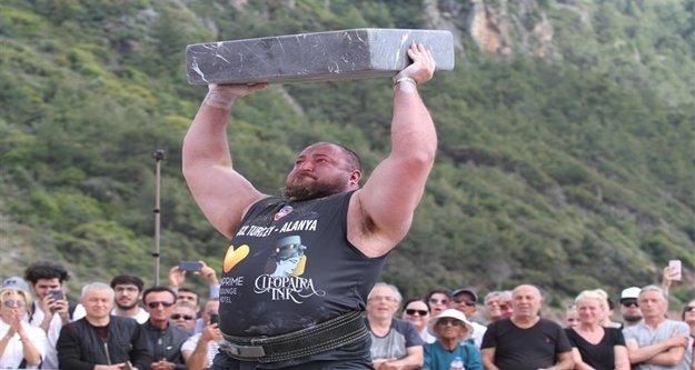 Dünya'nın en güçlü adamları Kleopatra Plajı'nda yarıştı