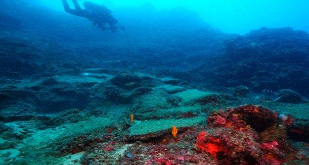 Dünyanın 3600 yıllık en eski ticaret gemisi batığı Antalya'da bulundu
