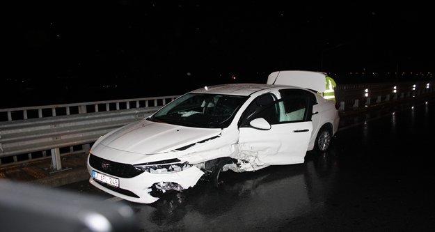 Otomobile çaptı, sağ ön tekeri koptu