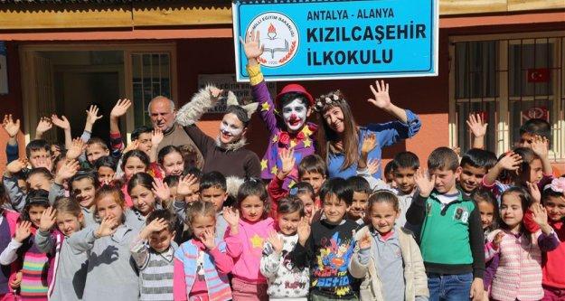 4 bin 500 çocuk mutluluğu resmetti