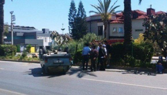 Alanya'da kaza! İçerisinde 3 kişi bulunan araç takla attı