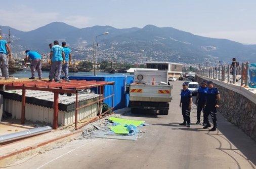 Alanya İskelesi'nde kaçak yapılar yıkıldı