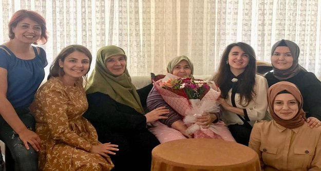 Anneler Gününde şehit annelerini ziyaret ettiler