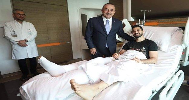 Bakan Çavuşoğlu'ndan Emre Akbaba'ya ziyaret