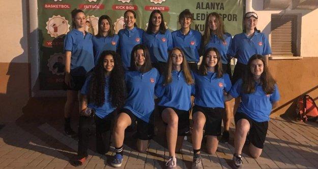 Kızlarımız Türkiye şampiyonasına katılıyor