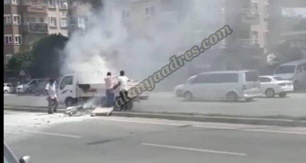 Alanya'da hareket halindeki araçta yangın