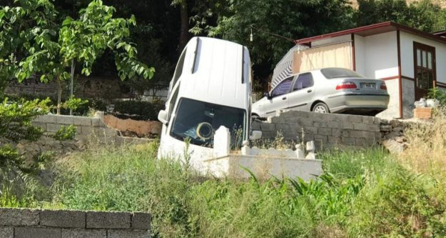 Alanya'da otomobil mezarlığa uçtu