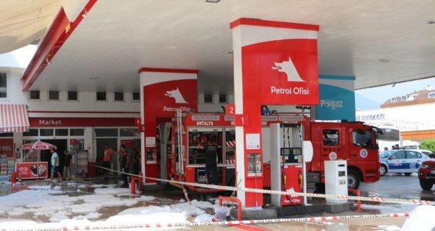 Alanya'da petrol istasyonunda bomba gibi patlama! 2 yaralı var