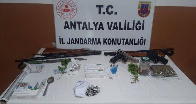 Alanya'da 10 zehir taciri daha yakalandı