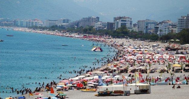 Antalya'da sahillerde hafta sonu yoğunluğu