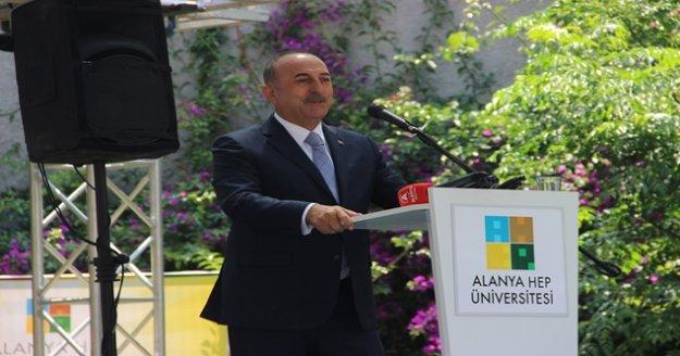Bakan Çavuşoğlu, Alanya'da mezuniyet törenine katıldı