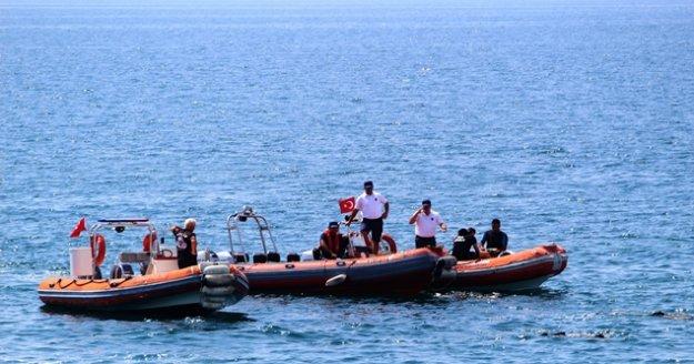 Denizde şüpheli cisim polisi alarma geçirdi