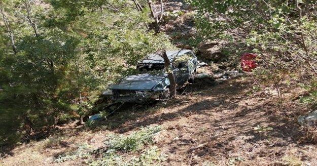 Gazipaşa'da uçuruma yuvarlanan otomobilden sağ çıktılar