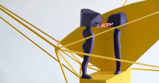 İletişimsizliği anlatan heykel dereceye girdi