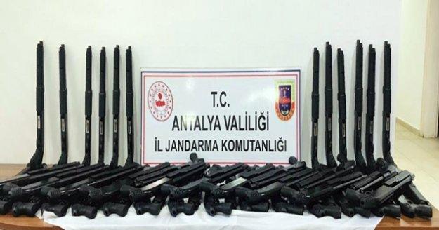 Kaçak üretilmiş 54 adet tüfek ele geçirildi