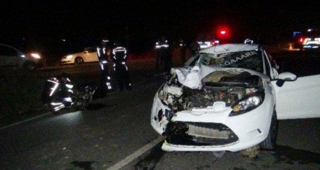 Otomobille çarpışan motosiklet sürücüsü hayatını kaybetti