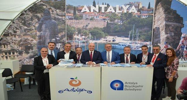 Yağmur Rusların Antalya aşkına engel olamadı