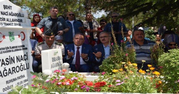 15 Temmuz şehidi Hukuk Fakültesi öğrencisi Yasin Naci Ağaroğlu mezarı başında anıldı