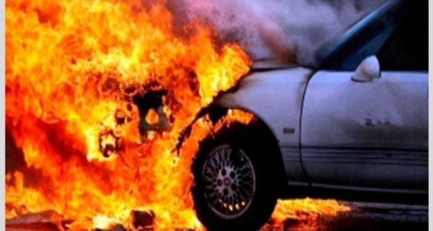 Alanya'da lüks araç seyir halinde yandı