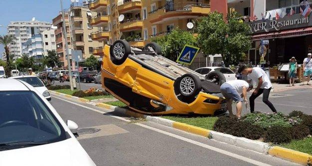 Alanya'da ticari taksi takla attı