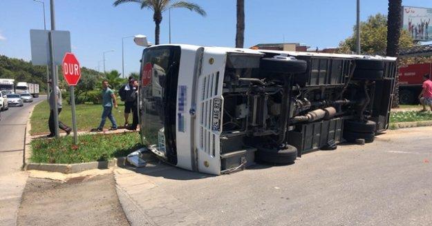 Alanya'da Tur midibüsü ile şehiriçi toplu taşıma midibüsü çarpıştı: 1 yaralı