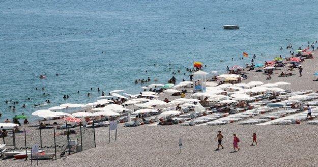 EKDAĞ Konyaaltı Plajı tatilcilerin gözdesi