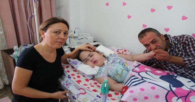 Minik Azra, ailesi ve yakınlarını gözyaşlarına boğdu