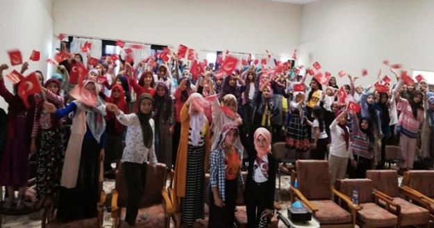Yaz Kuran Kursu öğrencilerine '15 Temmuz' anlatılıyor