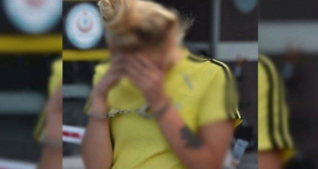 Alanya'da uyuşturucu taciri genç kız polise yakalandı