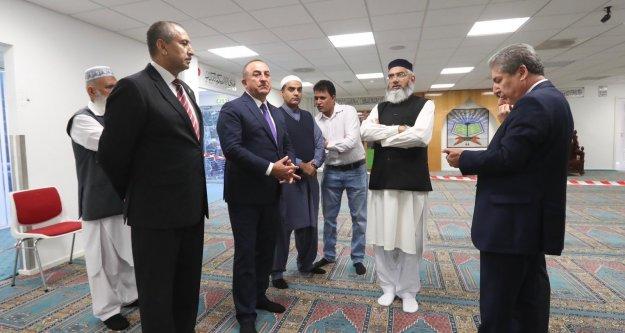 Alanyalı Bakan Çavuşoğlu saldıraya uğrayan camiyi ziyaret etti