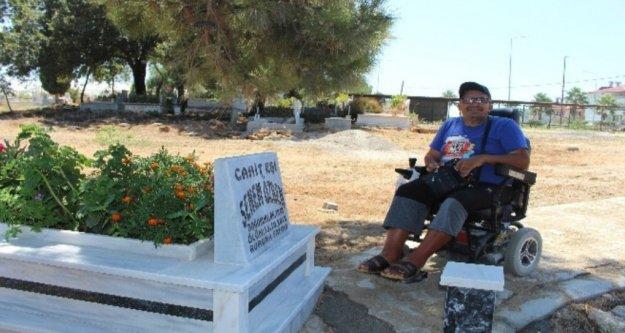 Annesinin kabrini ziyaret edemeyen engelliye mezarlık düzenlemesi
