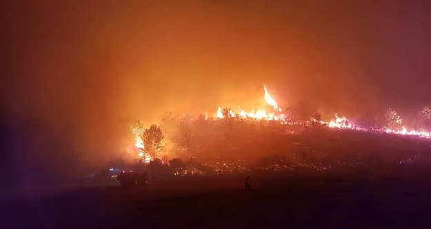 Komşu alev alev yanıyor