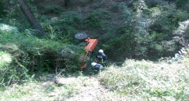Traktör uçuruma devrildi: 1 ölü, 1 yaralı var